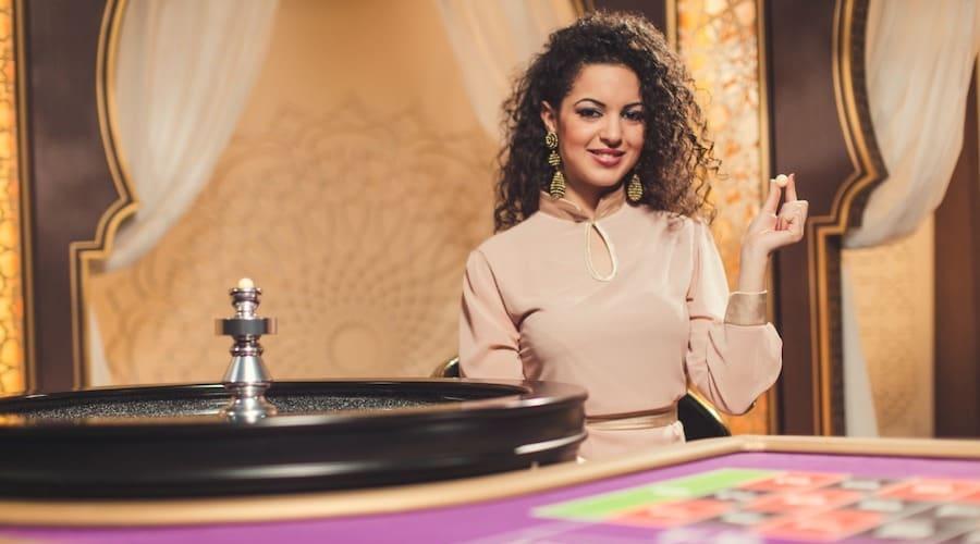 roulette et brunette table de jeu